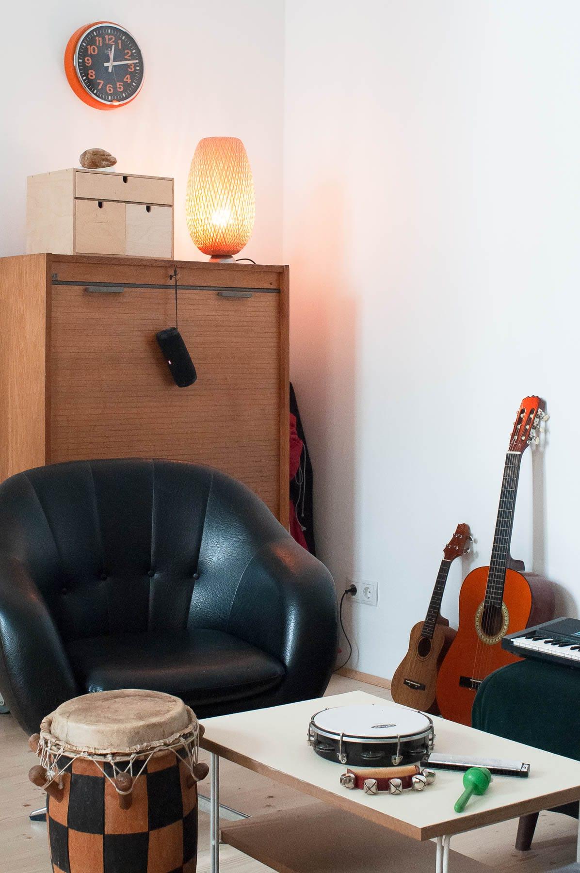 Im atelier mishugge des Multimedialen Kunsttherapeuten und Kreativtrainers Andreas Klambauer kommt Musik in der Therapie zum Einsatz.