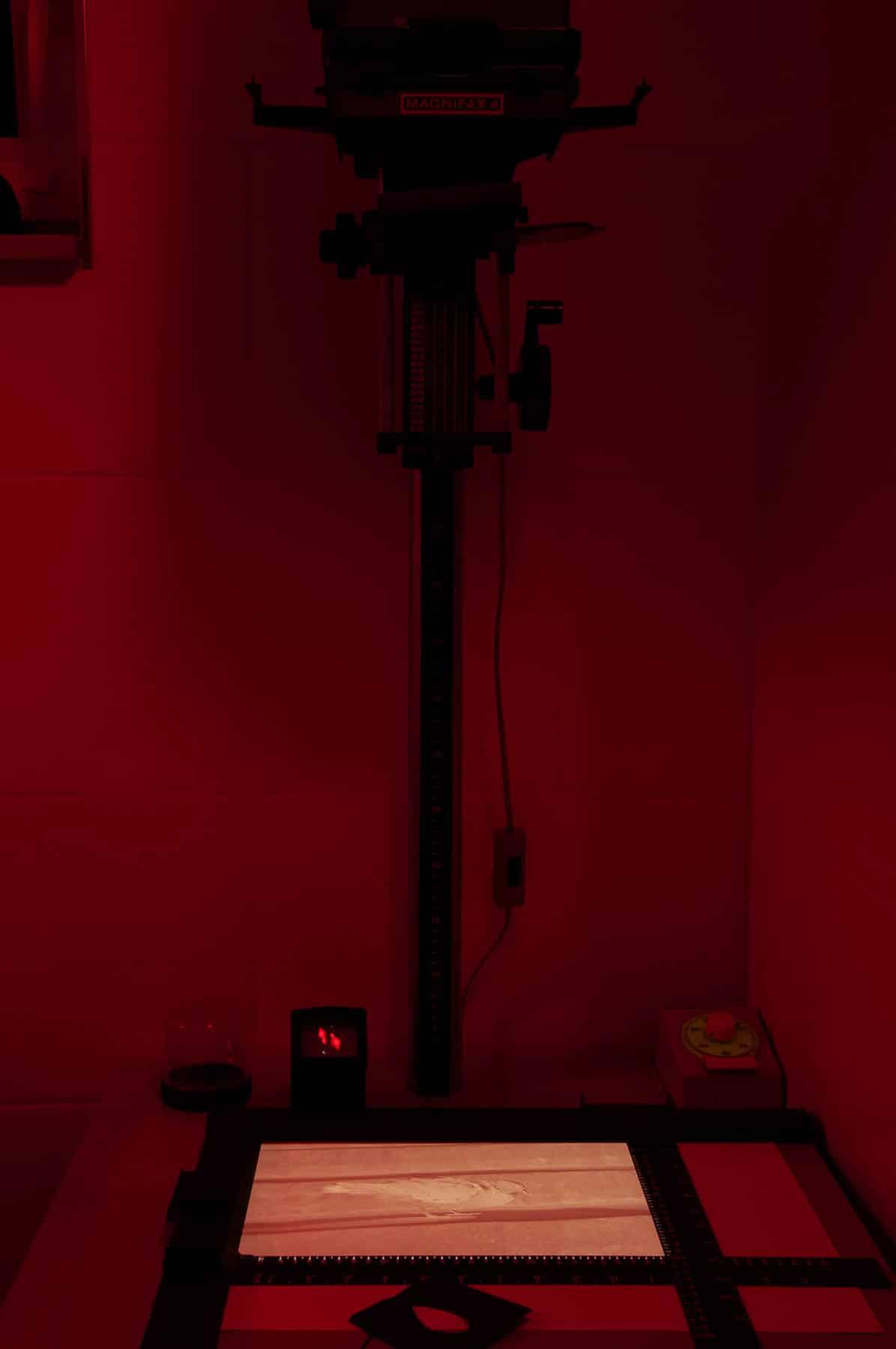 Im atelier mishugge für Multimediales Kreativtraining und Kunsttherapie in Wien 15 steht auch ein Schwarz-/Weiß-Fotolabor bereit.