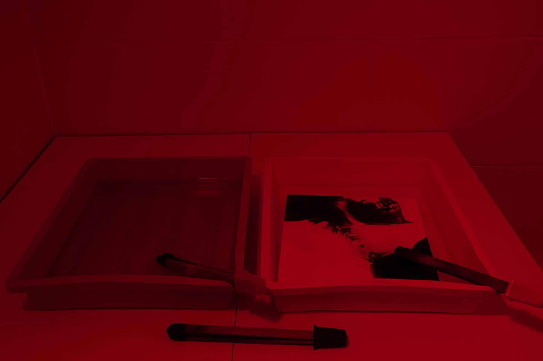Das analoge Fotolabor des atelier mishugge für Multimediales Kreativtraining und Kunsttherapie in Wien 15.