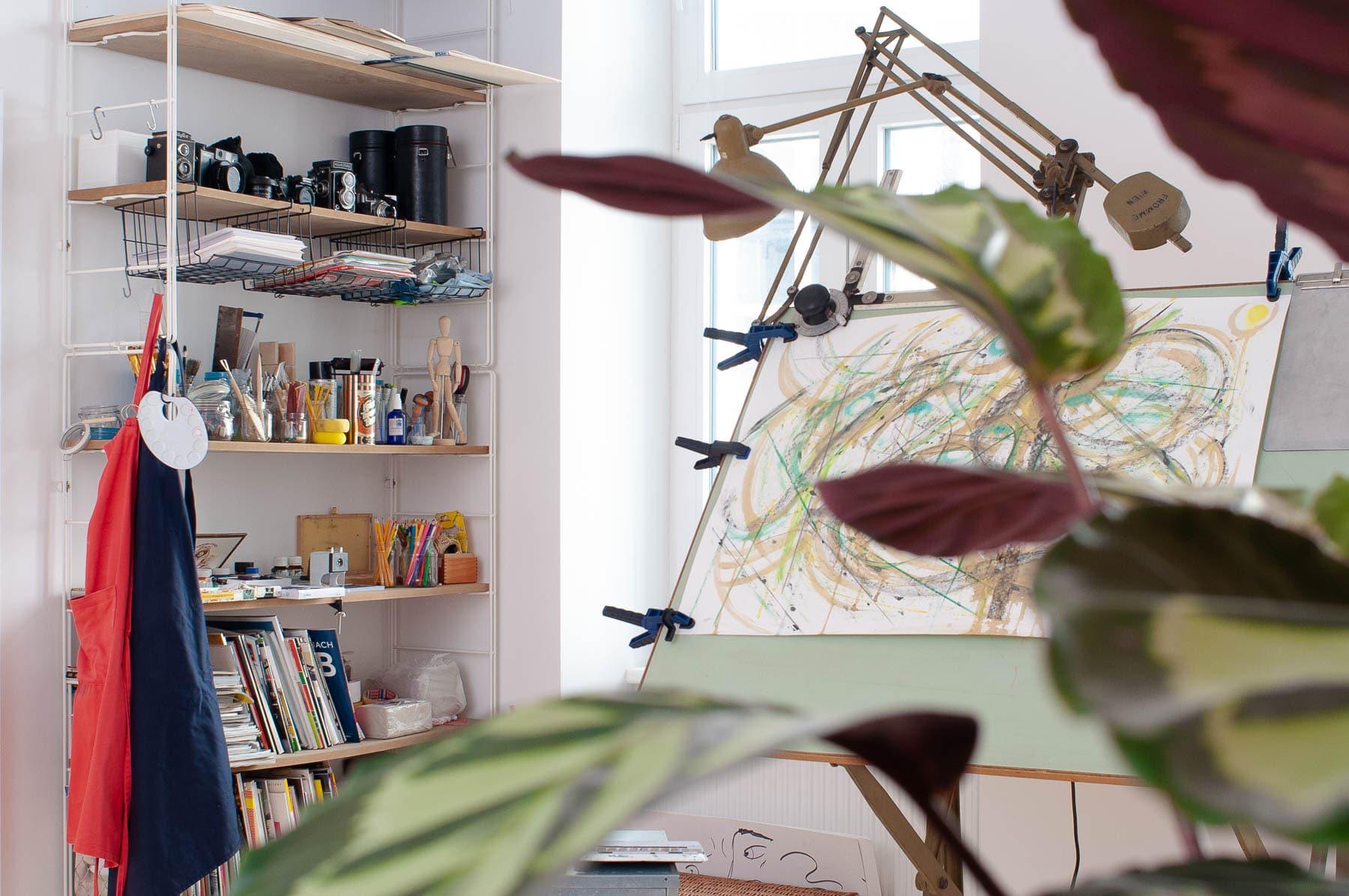 Das atelier mishugge ist ein Atelier für Multimediale Kunsttherapie und Kreativtraining. Viele Medien stehen bereit für den kunsttherapeutischen Ausdruck.